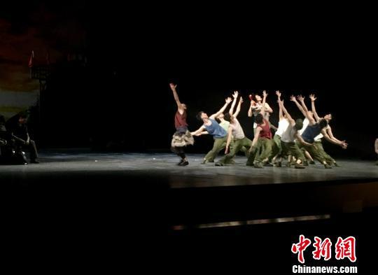 第十二届全国舞蹈展演昆明启幕舞剧《天路》上演