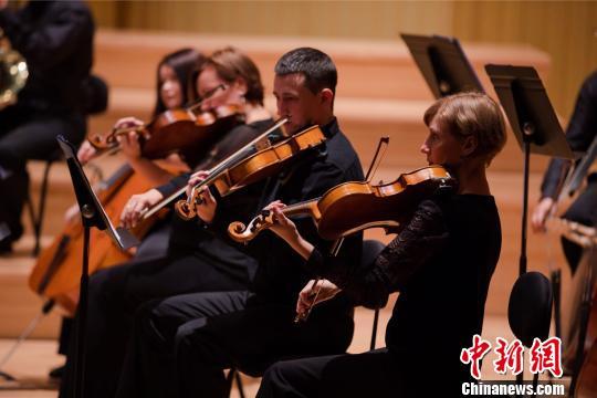 哈萨克斯坦国家爱乐乐团,演绎冼星海的音乐作品。供图