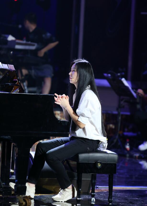 """《天才小琴童》交响音乐会""""致未来"""" 李泉轮椅上场"""