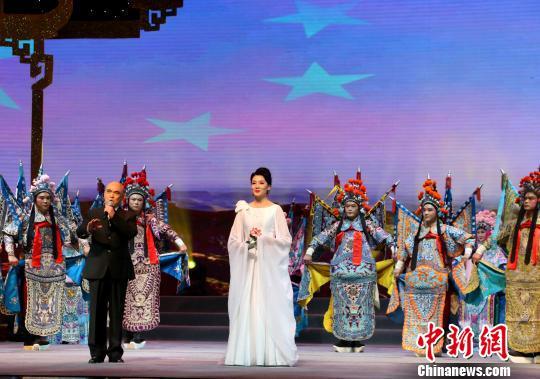 图为京黄交响《中国舞台》表演。 夏莹 摄